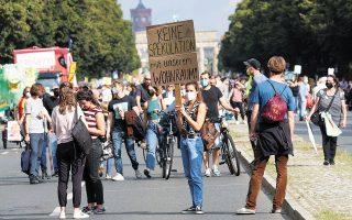 Το περασμένο Σάββατο, χιλιάδες νέοι διαδηλωτές βγήκαν στους δρόμους του Βερολίνου για να διαμαρτυρηθούν κατά των τιμών των ενοικίων (φωτ. REUTERS / Christian Mang).