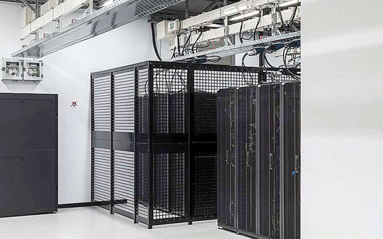 se-trochia-ylopoiisis-ta-tria-data-centers-tis-microsoft-561502105