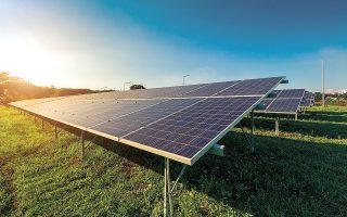 Οι ΑΠΕ σε κάθε περίπτωση, όπως τονίστηκε και από τον πρόεδρο της ΡΑΕ Αθανάσιο Δαγούμα, θα αποτελέσουν αξιόπιστη πηγή ηλεκτροδότησης για τη βιομηχανία μόνο εάν συνδυαστούν με αποθήκευση (φωτ. SHUTTERSTOCK).