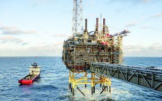 Αντληση πετρελαίου κοντά στις ακτές της «πετρελαϊκής πρωτεύουσας» και τέταρτης μεγαλύτερης πόλης της Νορβηγίας, Σταβάνγκερ. Φωτ. REUTERS
