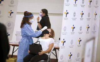 Χθες ανακοινώθηκαν 2.255 νέα κρούσματα, 39 θάνατοι και 352 διασωληνωμένοι ασθενείς, εκ των οποίων οι 322 είναι ανεμβολίαστοι ή μερικώς εμβολιασμένοι (φωτ. INTIME NEWS).