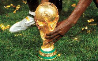 Πρωτοφανείς τριγμούς στο παγκόσμιο ποδοσφαιρικό οικοδόμημα έφερε η πρόταση της FIFA για διεξαγωγή του Μουντιάλ ανά δύο έτη.