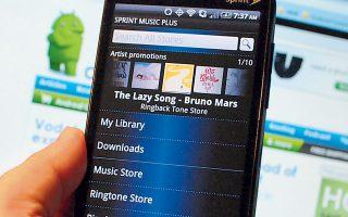 Το διαδικτυακό κατέβασμα νέων τραγουδιών διαδίδεται στους ακροατές σχεδόν όπως και οι πανδημίες, σύμφωνα με μια επιστημονική έρευνα.