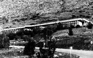 Η ίδρυση του Ευρωπαϊκού Πολιτιστικού Κέντρου Δελφών το 1977 σηματοδοτούσε τον ευρωπαϊκό προσανατολισμό που ήθελε να δώσει στη χώρα ο Κωνσταντίνος Καραμανλής λίγο μετά την πτώση της δικτατορίας.