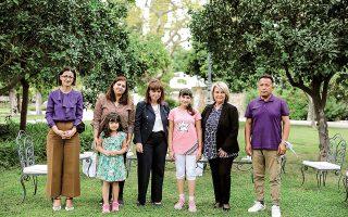 Η οικογένεια Καμπουλί με ΠτΔ, Ε. Αγαπηδάκη, Σ. Βούλτεψη (φωτ. ΘΟΔΩΡΗΣ ΜΑΝΩΛΟΠΟΥΛΟΣ).