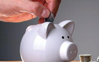 Το 27% των νοικοκυριών αναγκάζεται να ξοδεύει από τις αποταμι-εύσεις του (φωτ. SHUTTERSTOCK).