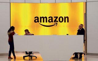 Οι πωλήσεις της Amazon εκτινάχθηκαν κατά τη διάρκεια της πανδημίας, διότι οι καταναλωτές μετέφεραν μαζικά τις αγορές τους στο Διαδίκτυο.