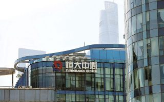 Τα χρέη της Evergrande ανέρχονται σε 300 δισ. δολάρια, αφήνοντας ανοιχτό το ενδεχόμενο να μετατραπεί σε Lehman Βrothers της Κίνας (φωτ. Reuters).