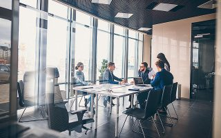 Οι συμμετέχοντες στην έρευνα της Adecco κατατάσσουν την ψυχική υγεία των εργαζομένων ως το θέμα που τους ανησυχεί περισσότερο σε σχέση με το πώς διαμορφώνεται ο κόσμος της εργασίας.