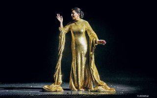 Η Μαρίνα Αμπράμοβιτς στο τέλος της παράστασης «7 θάνατοι της Μαρίας Κάλλας».