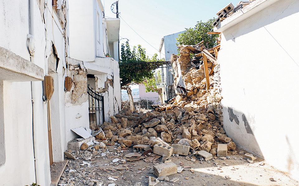 giati-aifnidiase-o-seismos-stin-kriti-megales-katastrofes-eikones-apo-drone4