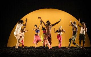 Η χορευτική παράσταση «Wakatt» του Σερζ Εμέ Κουλιμπαλί, στο Φεστιβάλ Αθηνών και Επιδαύρου (φωτ. SOPHIE GARCIA).