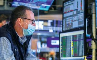 Ο πανευρωπαϊκός δείκτης Eurostoxx 600 σημείωσε σημαντικές απώλειες 2,18%, όπως και ο Eurostoxx, που έκλεισε με πτώση 2,34% (φωτ. A.P.).
