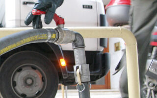 Από το περυσινό έτος το επίδομα δίνεται για αγορά φυσικού αερίου, καυσόξυλων, βιομάζας, υγραερίου και φυσικά πετρελαίου θέρμανσης (φωτ. ΑΠΕ).