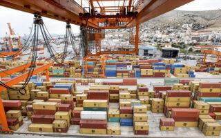 «Ο Πειραιάς βρίσκεται στις πρώτες θέσεις ανάμεσα στα καλύτερα λιμάνια της Μεσογείου και της Ευρώπης», ανέφερε ο πρόεδρος του ΟΛΠ, Yu Zenggang.