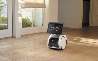 Το οικιακό ρομπότ «Astro» διαθέτει κάμερα που υψώνεται και ως περισκόπιο ελέγχει τα δωμάτια όταν απουσιάζουμε. Εχει οθόνη 10 ιντσών, μπορεί να μας ακολουθεί μέσα στον χώρο, να παίζει μουσική ή να προβάλλει την αγαπημένη μας σειρά.