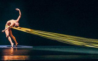 Σκηνή από τους Ελληνικούς Χορούς, σε χορογραφία Rootless Root. Παράλληλα, η ΕΛΣ εμπλουτίζει και το περιεχόμενο της GNO TV με νέες παραγωγές (φωτ. Valeria Isaeva).