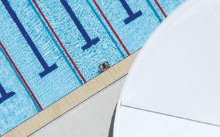 «Geometricism»: Κολυμβητής έτοιμος για την πρωινή του προπόνηση σε πρόσφατα ανακαινισμένη δημόσια πισίνα στο Σίδνεϊ.