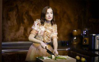 Η Ιζαμπέλ Ιπέρ σε σκηνή από τον «Γυάλινο κόσμο», σε σκηνοθεσία Ιβο βαν Χόβε (φωτ. Jan Versweyveld).