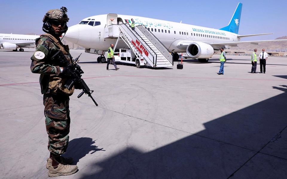 afganistan-i-dysi-anisychei-gia-tin-proseggisi-tis-agkyras-me-toys-talimpan1