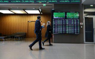 Οπως παρατηρούν εγχώριοι αναλυτές, σε γενικές γραμμές η συναλλακτική δραστηριότητα έχει βελτιωθεί –με εξαίρεση βέβαια τη χθεσινή συνεδρίαση η οποία επηρεάστηκε από την αργία στη Wall Street–, ωστόσο απέχει αρκετά από τον μέσο ημερήσιο τζίρο 90 ημερών, που κινείται περίπου στα 69 εκατ. ευρώ.
