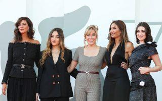 Η σκηνοθέτις του «L' Evenement», Audrey Diwan, με τις ηθοποιούς της ταινίας Luana Bajrami, Anna Mouglalis, Louise Orry Diquero και Anamaria Vartolomei (φωτ.: Reuters).