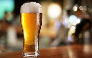 Σε πίντες ή σε λίτρα, οι Βρετανοί ποτέ δεν είχαν πρόβλημα στην κατανάλωση της μπίρας τουλάχιστον (φωτ.: Twitter).