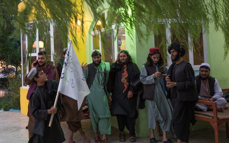 afganistan-oi-gynaikes-tha-spoydazoyn-se-diaforetikes-aithoyses-apo-toys-andres-561496468