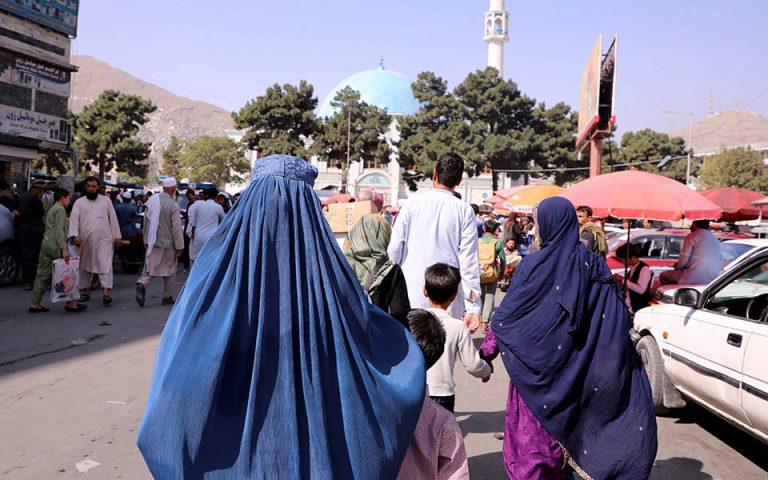 afganistan-oi-foititries-tha-prepei-na-foroyn-ampagia-kai-nikamp-561487357