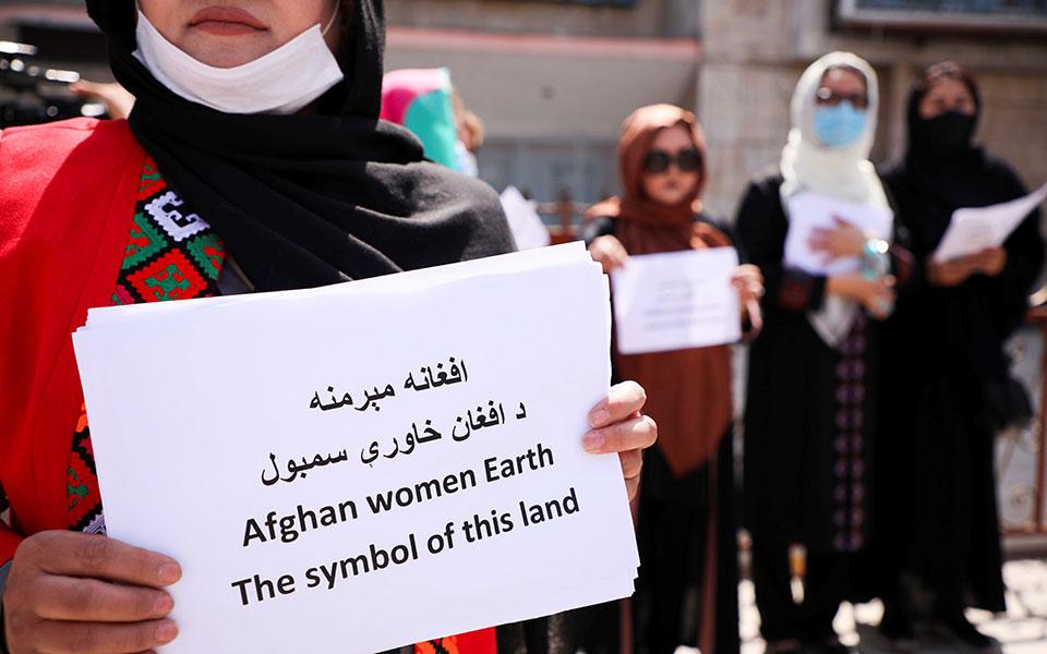afganistan-oi-gynaikes-dikastes-katadiokontai-apo-proin-kratoymenoys0