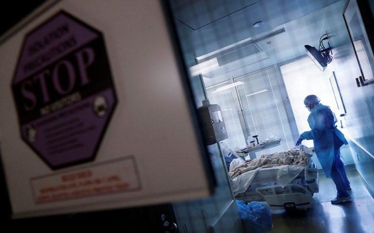 Χθες ανακοινώθηκαν από τον ΕΟΔΥ 3.279 νέα κρούσματα –σε σύνολο 204.943 εργαστηριακών τεστ–, εκ των οποίων 659 στην Αττική. (Φωτ. Reuters)