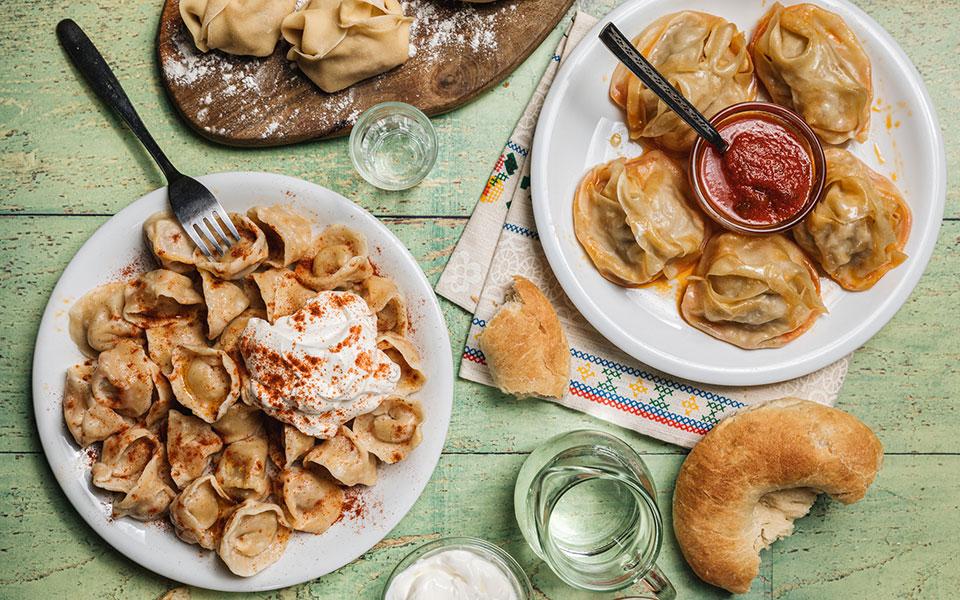 gastronomos-i-kyria-valentina-apo-to-kazakstan-ftiachnei-ekpliktika-manti1