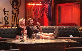 Σε queer εκδοχή θα παρουσιάσει ο Βασίλης Μπισμπίκης τα «Κόκκινα φανάρια» του Αλέκου Γαλανού, στον νέο χώρο του Cartel.