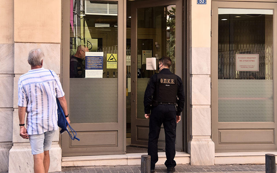 Ληστεία στη Μητροπόλεως: Πώς έγινε η σύλληψη του υπόπτου με τον βαρύ οπλισμό