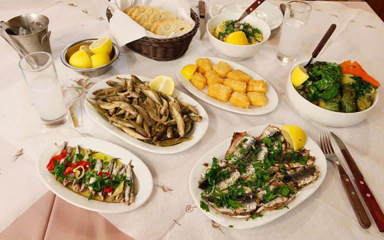 gastronomos-magazia-se-stoes-561513352