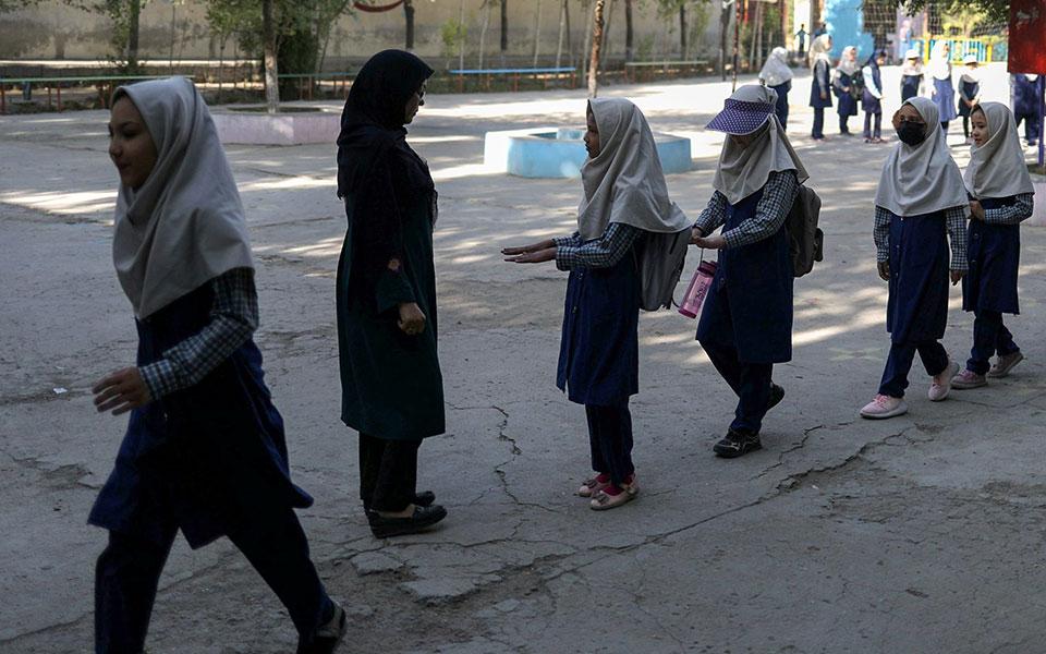 afganistan-oi-talimpan-yposchontai-oti-tha-anoixoyn-ta-scholeia-gia-ta-koritsia1