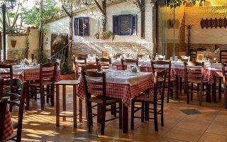 gastronomos-oi-athinaikes-tavernes-me-ta-kalytera-psita0