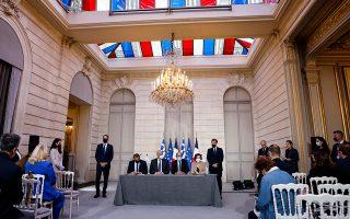 Η υπογραφή της συμφωνίας Ελλάδας - Γαλλίας (Φωτ. AP)