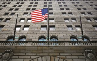 Η ομοσπονδιακή τράπεζα των ΗΠΑ δεν φαίνεται, να εξετάζει αύξηση των επιτοκίων του δολαρίου.