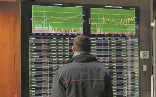 Η ενεργειακή κρίση, ο απειλητικός πληθωρισμός, οι γεωπολιτικοί κίνδυνοι και η παρατεινόµενη πανδημία επιτείνουν τις αναταράξεις αλλά και τη μεταβλητότητα στις αγορές, σημειώνουν εγχώριοι αναλυτές.