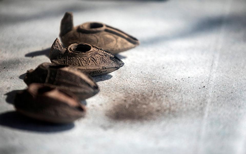 Καντηλάδια λαδιού που βρέθηκαν στην ανασκαφή