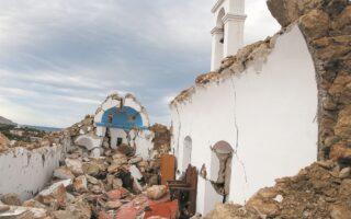 Από την ισχυρή σεισμική δόνηση κατέρρευσε ο ναΐσκος του Αγ. Νικολάου στο χωριό Ξερόκαμπος Σητείας. (INTIME NEWS)