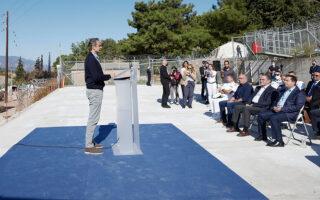 Ο κ. Μητσοτάκης επισκέφθηκε χθες τη νέα δομή στη Σάμο, η οποία διαθέτει υποδομές που διασφαλίζουν καλές συνθήκες διαμονής (φωτ. ΙΝΤΙΜΕ).