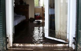 Οι μεγαλύτερες ζημιές, μετά τις ισχυρές νεροποντές του Σαββατοκύριακου, καταγράφονται στην περιοχή του Δήμου Μαντουδίου - Λίμνης - Αγίας Αννας (φωτ. INTIME NEWS).