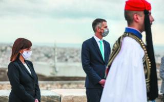 Η ΠτΔ με τον δήμαρχο Αθηναίων Κώστα Μπακογιάννη. (ΘΟΔΩΡΗΣ ΜΑΝΩΛΟΠΟΥΛΟΣ)