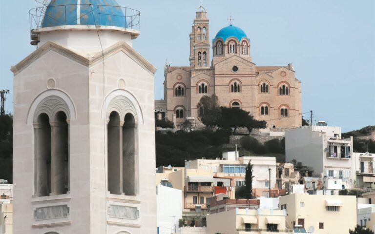 Το τοπικό πολεοδομικό σχέδιο της Σύρου διεκδίκησαν 9 συμπράξεις μελετητικών γραφείων, προσφέροντας κατά μέσον όρο έκπτωση 40,5%. Τη χαμηλότερη προσφορά κατέθεσε σύμπραξη που προσέφερε έκπτωση 55,52%. (INTIME NEWS)