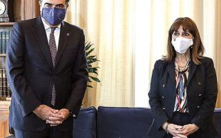 Η Πρόεδρος της Δημοκρατίας Κατερίνα Σακελλαροπούλου με τον αντιπρόεδρο της Ευρωπαϊκής Επιτροπής Μαργαρίτη Σχοινά (φωτ. INTIME).