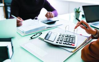 Σύμφωνα με τα στοιχεία της ΑΑΔΕ, οι φορολογούμενοι θα πληρώσουν μειωμένο φόρο κατά 17,68% σε σχέση με πέρυσι και οι επιχειρήσεις αυξημένο κατά 33,6%. (SHUTTERSTOCK)