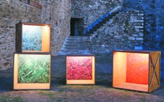 H Μαρία Κομπατσιάρη άνοιξε τον διάλογο ανάμεσα στον διττό χαρακτήρα του μνημείου-φυλακής και την τέχνη.