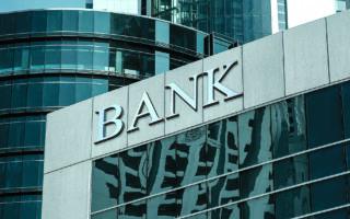 Αν και ο συνολικός δείκτης κεφαλαιακής επάρκειας των ελληνικών τραπεζών βρίσκεται στο 15% και υπερκαλύπτει τις απαιτήσεις που έχουν θέσει οι εποπτικές αρχές, πρόκειται για τον χαμηλότερο δείκτη στην Ευρωζώνη, που κατά μέσον όρο κινείται κοντά στο 20%. (SHUTTERSTOCK)